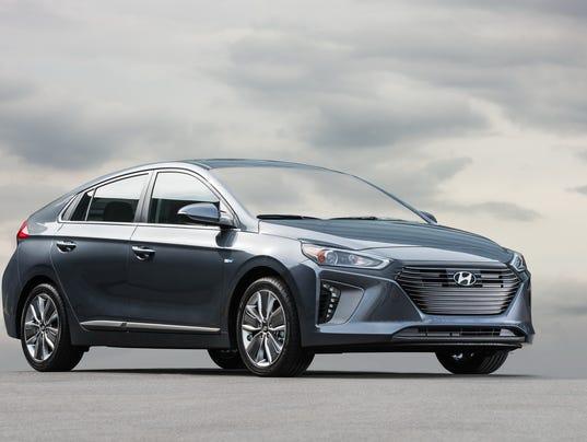 636186192202042493-2017-Hyundai-Ioniq-hybrid.jpg