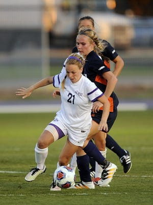 Thomas Metthe/Reporter-News Abilene Christian's Sophie Standifer (21) runs past Texas-San Antonio defenders during the first half of the Wildcats' 4-1 loss on Friday, Aug. 19, 2016, at ACU's Elmer Gray Stadium.