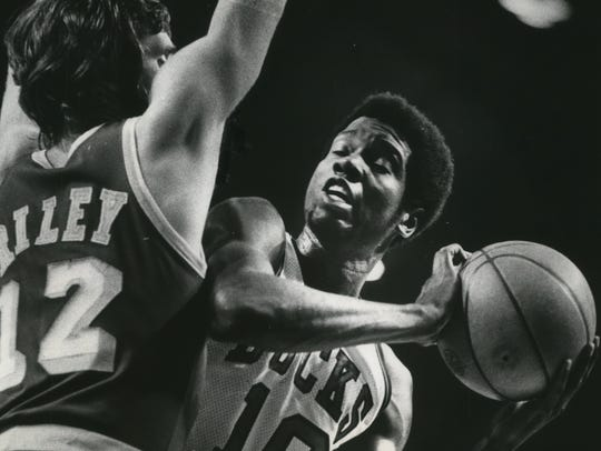 Playing in a 1974 playoff series against the Lakers,