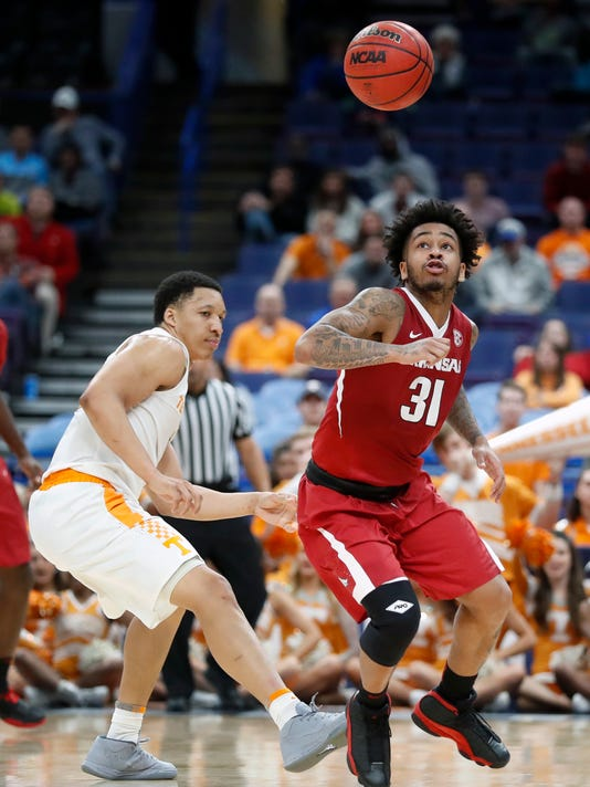 Arkansas' Anton Beard (31) keeps his eye on a loose ball as Tennessee's Grant Williams, left, watches during the second half of an NCAA college basketball game in the semifinals of the Southeastern Conference tournament Saturday, March 10, 2018, in St. Louis.  Tennessee won 84-66. (AP Photo/Jeff Roberson)