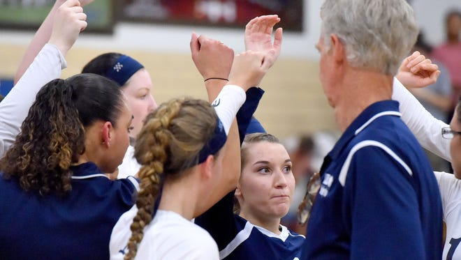 Robert E. Lee is trying to win the school's first volleyball state title since 1999.