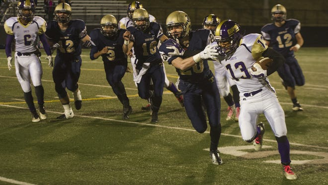 Waynesboro's Steffan Thornton breaks away from a Hidden Valley defender during their group 3A first round playoff game in Roanoke on Friday, Nov. 14, 2014.