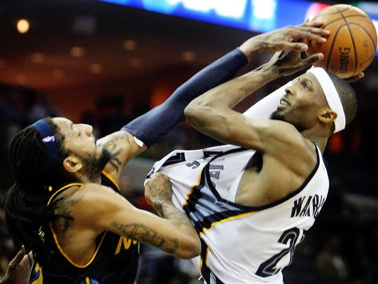 Memphis Grizzlies forward Hakim Warrick, right, is