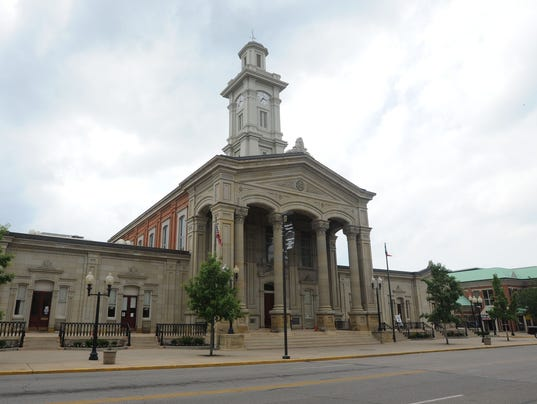 635830209179540989-CGO-STOCK-Ross-County-Courthouse