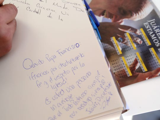 A note to Pope Francis is written by a Juarense Tuesday
