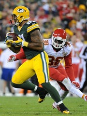 Green Bay Packers tight end Andrew Quarless (81) turns up field while pursued by Kansas City Chiefs strong safety Ron Parker (38) in the second quarter.