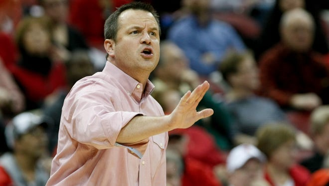 U of L head coach Jeff Walz instructs his players against Syracuse at the KFC Yum! Center.Jan. 29, 2014