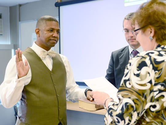 James E. Lee III is sworn in to the Asheville City