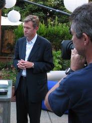 journalist Chris Hansen