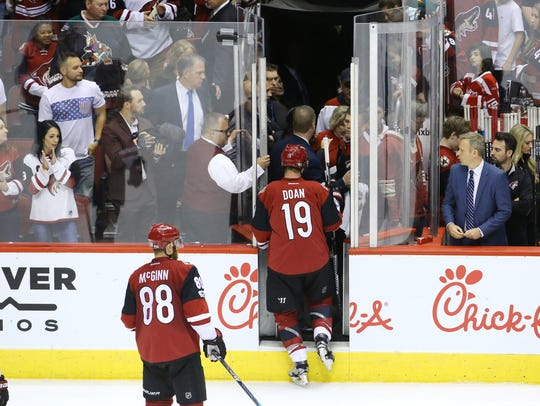 Shane Doan leaves the ice following his final game