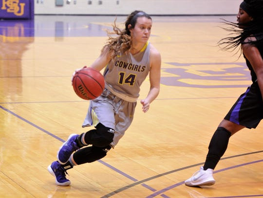Danie Mabry drives past a defender during Hardin-Simmons'