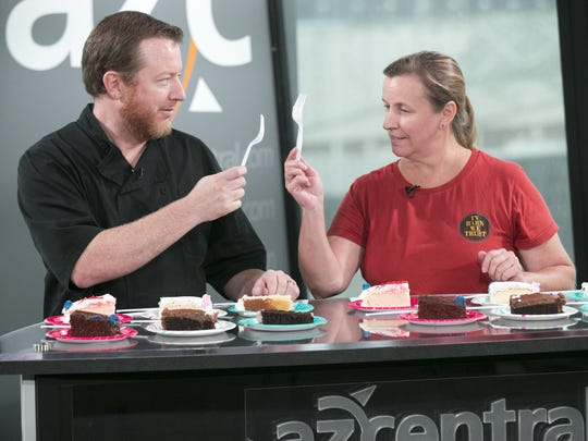 Chef Justin Beckett (L) and Tracy Dempsey (R) cheers