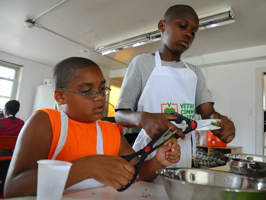 JoŽl Williams, 10, left, and Ti'Jeer McCray, 9, cut
