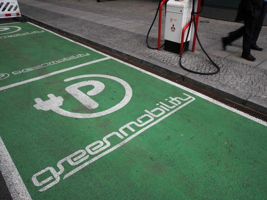 GERMANY-ELECTRIC-CARS-CLIMATE