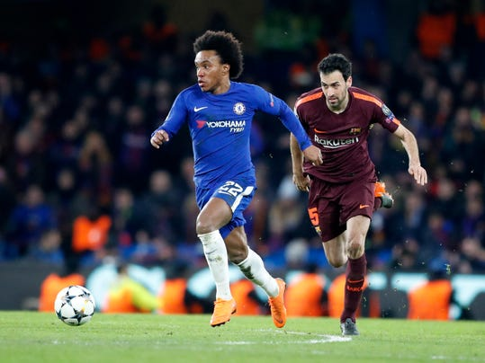 Chelsea's Willian, left, controls the ball as Barcelona's Sergio Busquets tries to stop him during the Champions League, round of 16, first-leg soccer match between Chelsea and Barcelona at Stamford Bridge stadium, Tuesday, Feb. 20, 2018. (AP Photo/Frank Augstein)