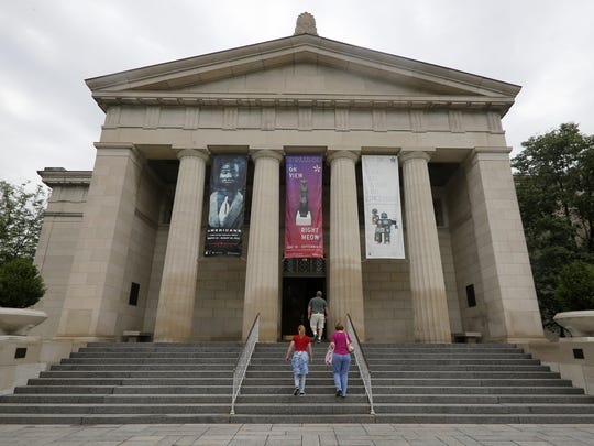 A new entrance to the Cincinnati Art Museum would weave
