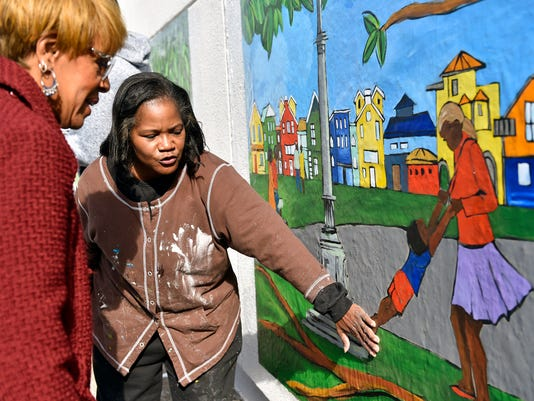 1-YDR-CD-110217-community-mural