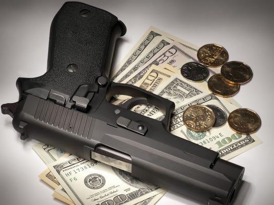-Robbery gun money.jpg_20140403.jpg