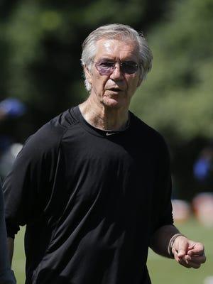 Lions defensive coordinator Gunther Cunningham watches practice in Allen Park on July 30, 2013.