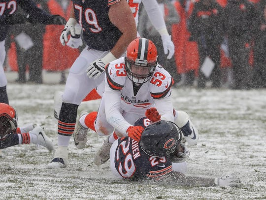 Browns linebacker Joe Schobert defends against Bears