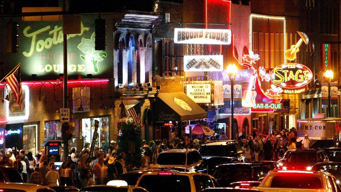 Big Name Bars Crowd Into Nashville S Honky Tonk Scene