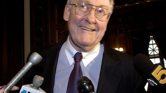 """In this Nov. 10, 2004, file photo, attorney and former Gov. James Thompson is surrounded by reporters at the Illinois Supreme Court in Springfield. Thompson, known as """"Big Jim"""" during a long career that eventually made him the state's longest-serving chief executive, has died. He was 84. Thompson died  Friday at the Shirley Ryan AbilityLab in Chicago, his wife, Jayne, told the Chicago Tribune and the Chicago Sun-Times."""