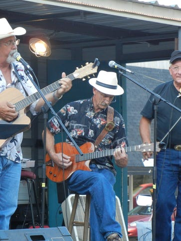 In Cahoots performs at 7 p.m. Saturday at Yellville's