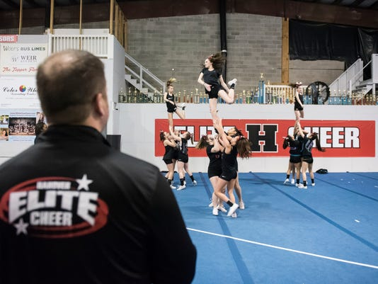 1-HES-DR-032818-cheer