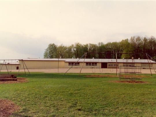 Photo of Vesper Elementary School taken in the mid-1980s.