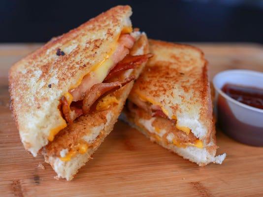 635919176648230943-Grilled-Cheese-Chicken-Sandwich.jpg