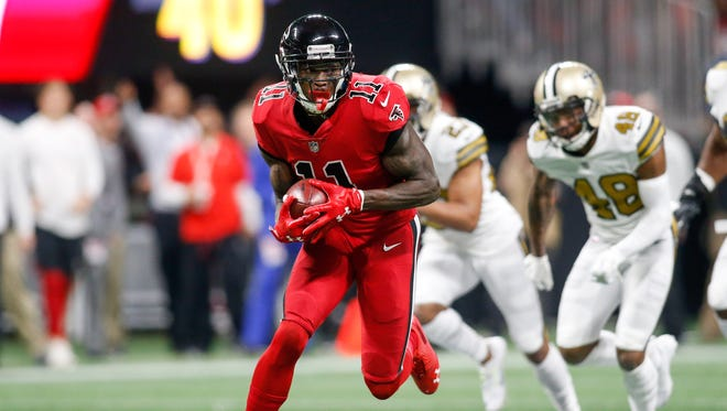 Atlanta Falcons wide receiver Julio Jones (11) runs after a catch against the New Orleans Saints in the first quarter at Mercedes-Benz Stadium.