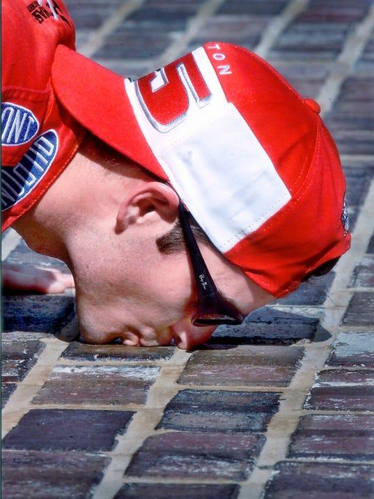 0725 Jeff Gordon kissing bricks V or H