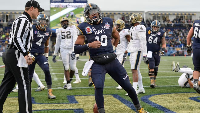 Navy Midshipmen quarterback Keenan Reynolds (19) celebrates after scoring a touchdown  during the first quarter against the Pittsburgh Panthers at Navy-Marine Corps.