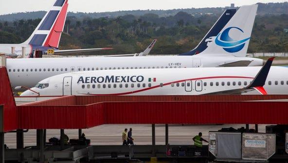 A passenger jet approaches Jose Marti International