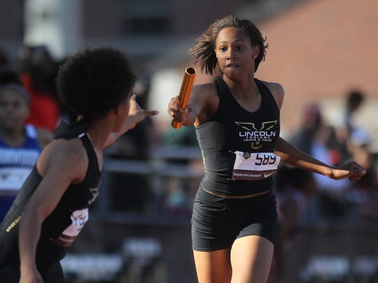 Lincoln runs the 4x400 relay at the 2018 FSU Relays.