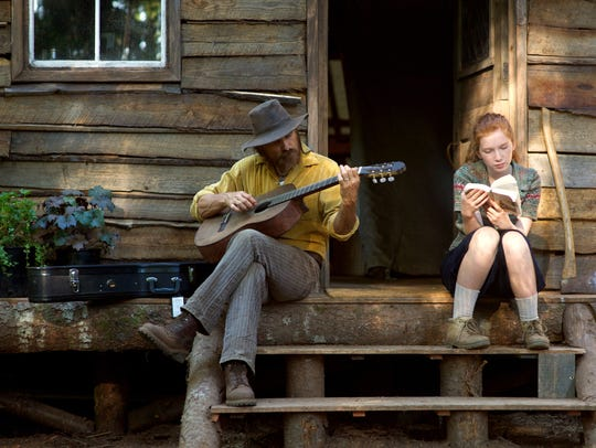 Viggo Mortensen and Annalise Basso appear in a scene