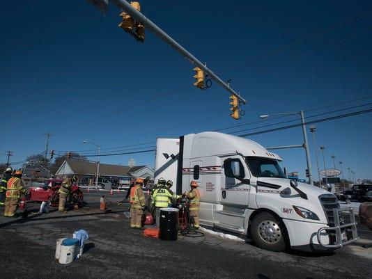 ldn-mkd-020518-accident-15th-Cumberland-03.jpg