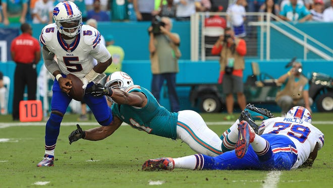Tyrod Taylor endured another tough day throwing the ball.