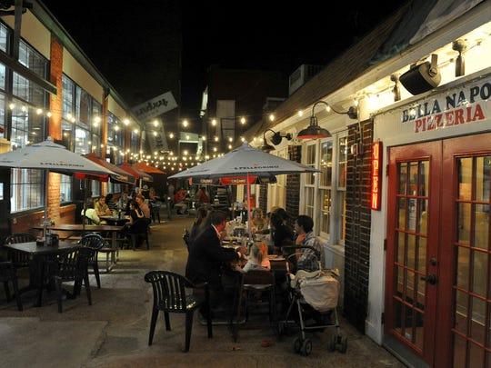 Outdoor tables at Bella Napoli in Edgehill Village.