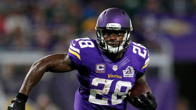 Minnesota Vikings running back Adrian Peterson carries the ball against the Green Bay Packers on Sept. 18, 2016.