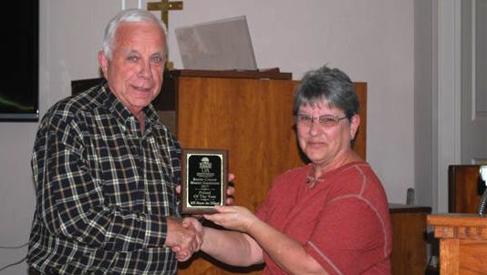 Mountain Home Mayor Joe Dillard (left) recently received the Friend of the Baxter County Master Gardeners award from Sue Chamberlin at the group'srecent Holiday Luncheon.