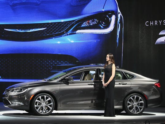 Chrysler200-15