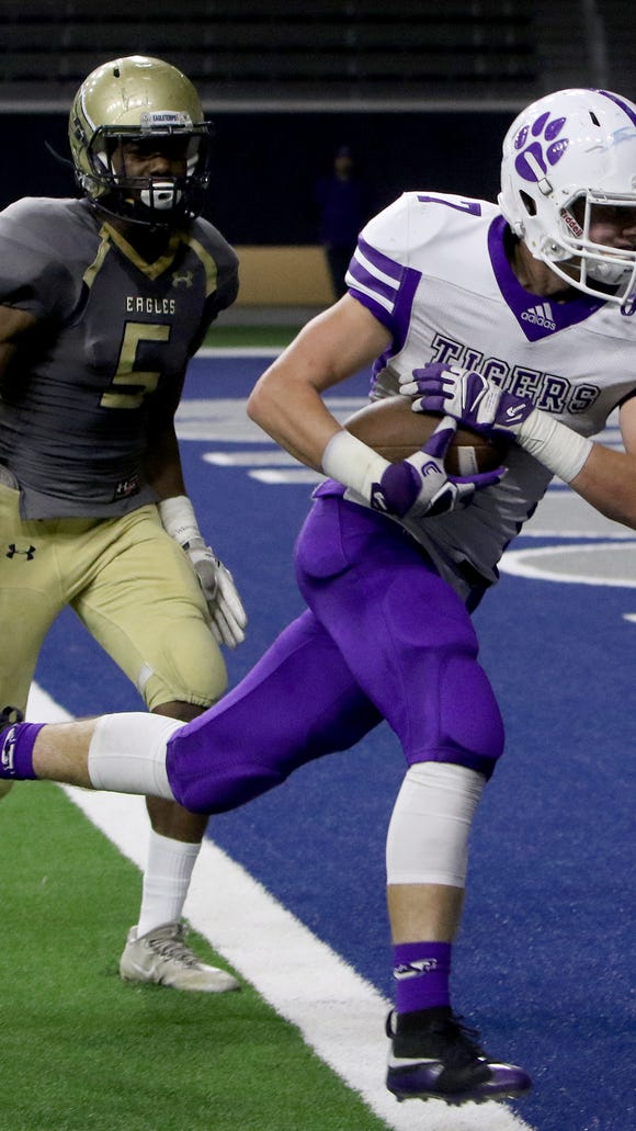 Jacksboro's Ty Kennedy runs in for a touchdown against New Diana Thursday, Nov. 30, 2017, at The Star in Frisco.