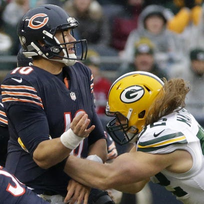 Chicago Bears quarterback Mitchell Trubisky (10) throws