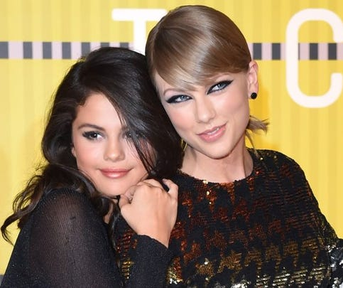 Actress Selena Gomez (L) and musician Taylor Swift arrive on the red carpet at the MTV Video Music Awards (VMA), August 30, 2015 at the Microsoft Theater in Los Angeles, California.
