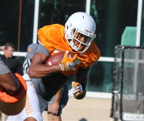 WR Jauan Jennings works out at Vols practice on Tuesday