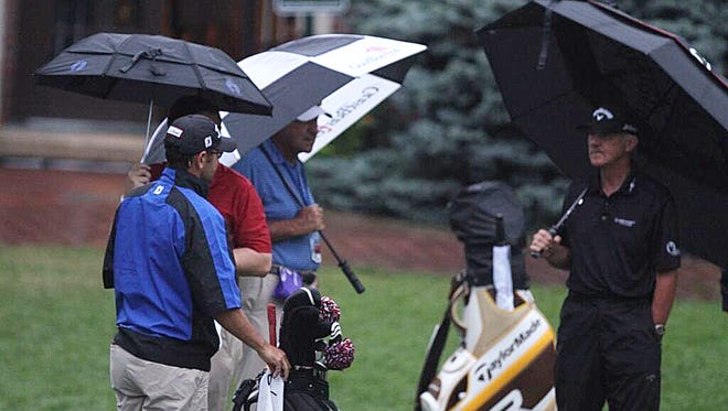 Friday morning started with light rain at Oak Hill.