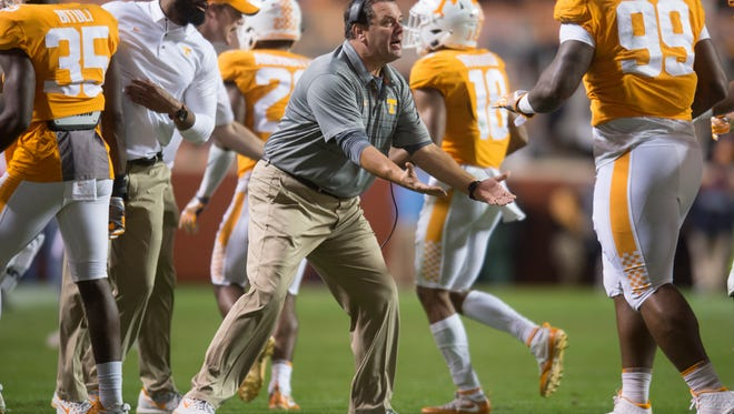 Tennessee interim coach Brady Hoke congratulates players on a kick against LSU on Saturday.