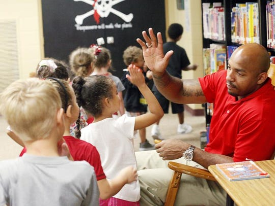 Former Ohio State and NFL receiver Roy Hall high-fives