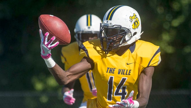 English Village Preparatory Academy's Cortez Berry (14) catches a ball during the game against Detroit Martin Luther King Jr. High School on Oct. 8, 2016.
